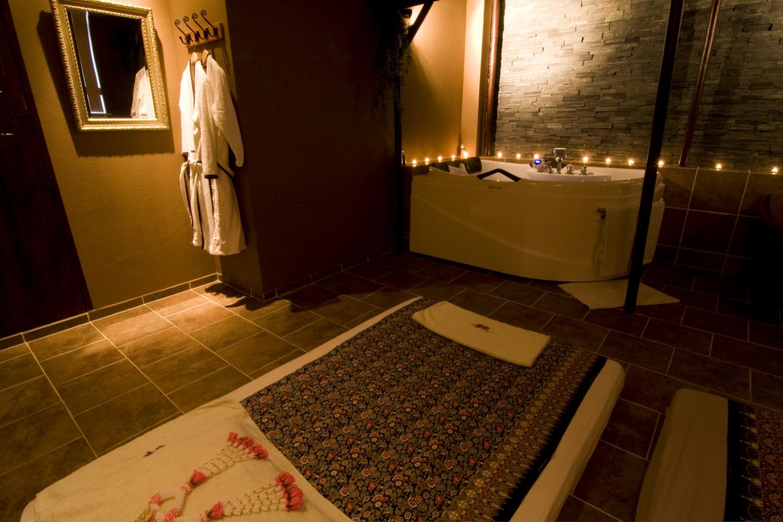 Massage in kamer 39 bali 39 uden 2 persoons manadrin spa - Spa kamer ...